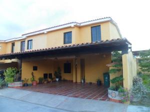 Townhouse En Ventaen Municipio San Diego, La Cumaca, Venezuela, VE RAH: 17-15301
