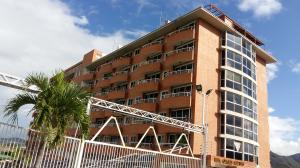 Apartamento En Ventaen Guatire, Guatire, Venezuela, VE RAH: 18-2025