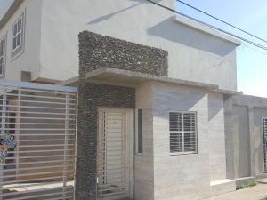 Townhouse En Ventaen Ciudad Ojeda, La Tropicana, Venezuela, VE RAH: 17-15637