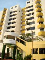 Apartamento En Ventaen Lecheria, Calle Arismendi, Venezuela, VE RAH: 17-15866