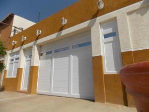 Casa En Ventaen Punto Fijo, Santa Irene, Venezuela, VE RAH: 18-216