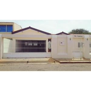 Casa En Ventaen Punto Fijo, Casacoima, Venezuela, VE RAH: 18-245