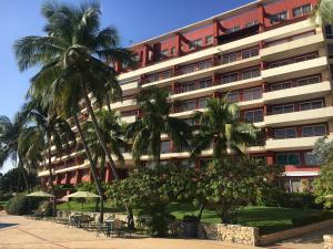 Apartamento En Ventaen Lecheria, Cerro El Morro, Venezuela, VE RAH: 18-263