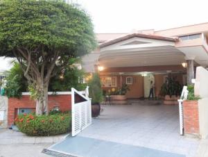 Casa En Alquileren Lecheria, Complejo Turistico El Morro, Venezuela, VE RAH: 18-335