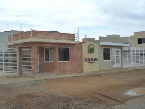 Townhouse En Ventaen Punto Fijo, Puerta Maraven, Venezuela, VE RAH: 18-398