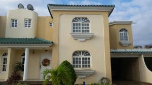 Townhouse En Ventaen Maracaibo, Zona Norte, Venezuela, VE RAH: 18-463