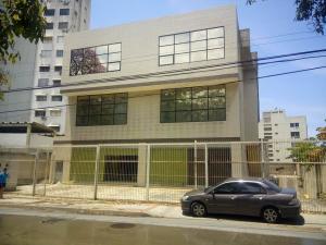 Edificio En Ventaen Parroquia Caraballeda, Los Corales, Venezuela, VE RAH: 18-627