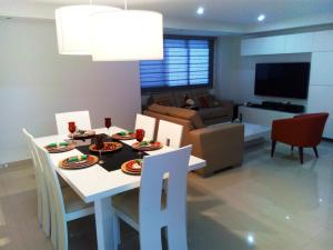 Apartamento En Ventaen Maracaibo, Tierra Negra, Venezuela, VE RAH: 18-507