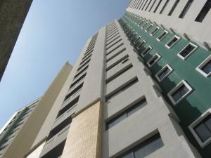 Apartamento En Ventaen Valencia, Valles De Camoruco, Venezuela, VE RAH: 18-524