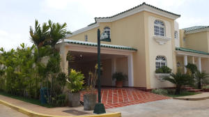 Townhouse En Ventaen Maracaibo, Fuerzas Armadas, Venezuela, VE RAH: 18-632