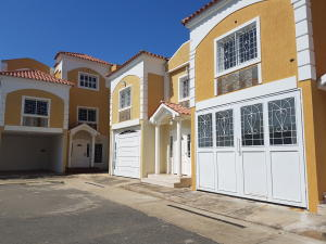 Townhouse En Ventaen Cabimas, Ambrosio, Venezuela, VE RAH: 18-1340