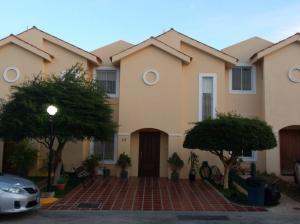 Townhouse En Ventaen Maracaibo, Avenida Milagro Norte, Venezuela, VE RAH: 18-1357