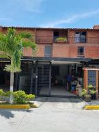Townhouse En Ventaen Guatire, El Encantado Ii, Venezuela, VE RAH: 18-1612