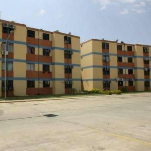 Apartamento En Ventaen Municipio Los Guayos, Paraparal, Venezuela, VE RAH: 18-1613