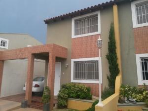 Townhouse En Ventaen Maracaibo, Lago Mar Beach, Venezuela, VE RAH: 18-1686