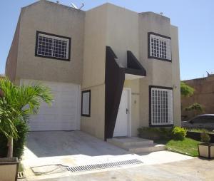 Townhouse En Ventaen Maracaibo, El Pilar, Venezuela, VE RAH: 18-1812
