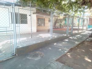 Casa En Ventaen Municipio San Francisco, Sierra Maestra, Venezuela, VE RAH: 18-2013