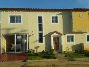 Townhouse En Ventaen Ciudad Ojeda, Las Morochas, Venezuela, VE RAH: 18-2491