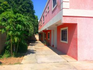 Townhouse En Alquileren Ciudad Ojeda, Avenida Vargas, Venezuela, VE RAH: 18-2029
