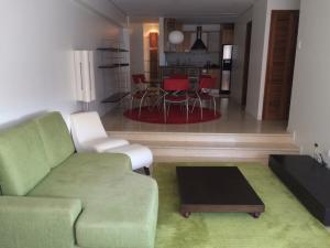 Apartamento En Alquileren Maracaibo, La Lago, Venezuela, VE RAH: 18-2543