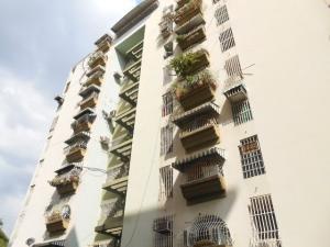 Apartamento En Ventaen Maracay, Urbanizacion El Centro, Venezuela, VE RAH: 18-2156