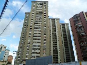Apartamento En Ventaen Maracay, Avenida Constitucion, Venezuela, VE RAH: 18-2198