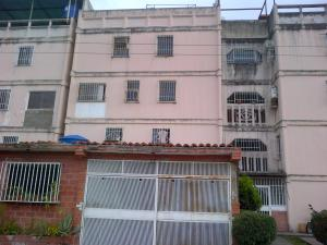 Apartamento En Ventaen Guarenas, Guarenas, Venezuela, VE RAH: 18-2270