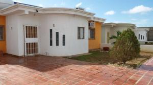 Casa En Ventaen Punto Fijo, Puerta Maraven, Venezuela, VE RAH: 18-2279