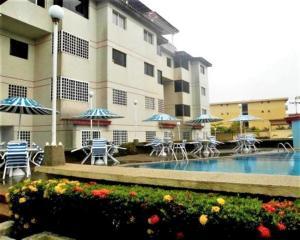 Apartamento En Ventaen Higuerote, La Costanera, Venezuela, VE RAH: 16-13052
