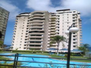 Apartamento En Ventaen Parroquia Caraballeda, Camuri Chico, Venezuela, VE RAH: 18-2387