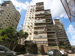 Apartamento En Ventaen Caracas, Caricuao, Venezuela, VE RAH: 18-2525