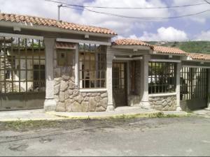 Casa En Ventaen Los Teques, Municipio Guaicaipuro, Venezuela, VE RAH: 18-2562