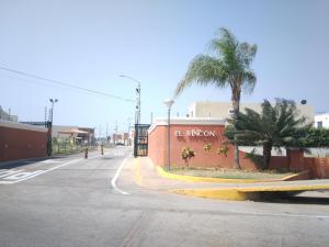 Townhouse En Ventaen Maracaibo, Via La Concepcion, Venezuela, VE RAH: 18-2634