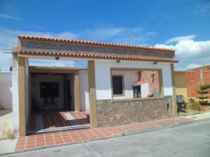 Casa En Ventaen Municipio Los Guayos, Buenaventura, Venezuela, VE RAH: 18-2659