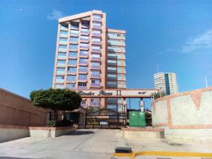 Apartamento En Ventaen Maracaibo, Avenida El Milagro, Venezuela, VE RAH: 18-2787