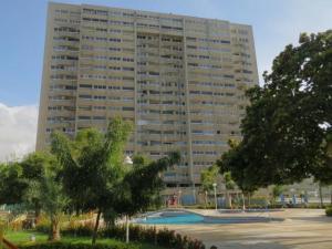 Apartamento En Ventaen Catia La Mar, Playa Grande, Venezuela, VE RAH: 18-2738