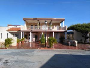 Townhouse En Ventaen Maracaibo, Cumbres De Maracaibo, Venezuela, VE RAH: 18-2770