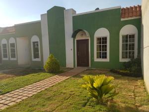 Townhouse En Ventaen Ciudad Ojeda, Calle Piar, Venezuela, VE RAH: 18-3060