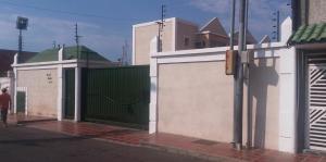Townhouse En Ventaen Maracaibo, Avenida Delicias Norte, Venezuela, VE RAH: 18-2957