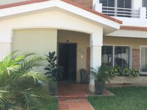 Townhouse En Ventaen Maracaibo, Avenida Universidad, Venezuela, VE RAH: 18-2965