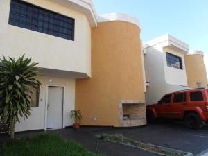 Townhouse En Ventaen Turmero, Conjunto Residencial Las Carolinas Ii, Venezuela, VE RAH: 18-8122