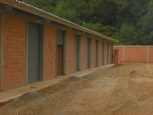 Galpon - Deposito En Alquileren Maracaibo, Avenida Milagro Norte, Venezuela, VE RAH: 18-3095