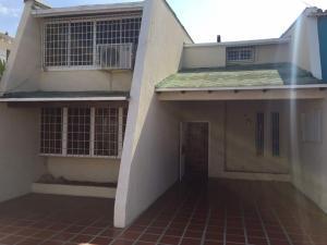 Townhouse En Ventaen Maracaibo, Lago Mar Beach, Venezuela, VE RAH: 18-3236