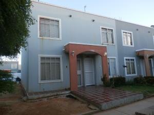 Townhouse En Ventaen Maracaibo, Via La Concepcion, Venezuela, VE RAH: 18-3267