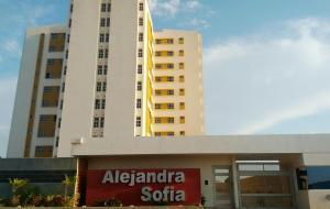 Apartamento En Ventaen Maracaibo, Avenida Goajira, Venezuela, VE RAH: 18-3333