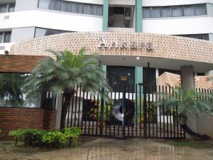 Apartamento En Ventaen Valencia, Valles De Camoruco, Venezuela, VE RAH: 18-3461