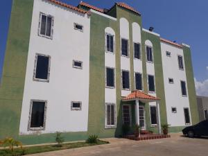 Townhouse En Ventaen Ciudad Ojeda, Piar, Venezuela, VE RAH: 18-3673