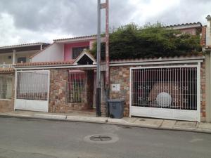 Townhouse En Ventaen La Victoria, La Floresta, Venezuela, VE RAH: 18-3737