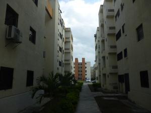 Apartamento En Ventaen Municipio Los Guayos, Paraparal, Venezuela, VE RAH: 18-4021
