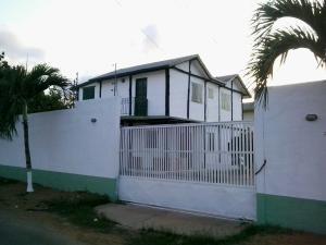 Townhouse En Ventaen Puerto Piritu, Puerto Piritu, Venezuela, VE RAH: 18-4812